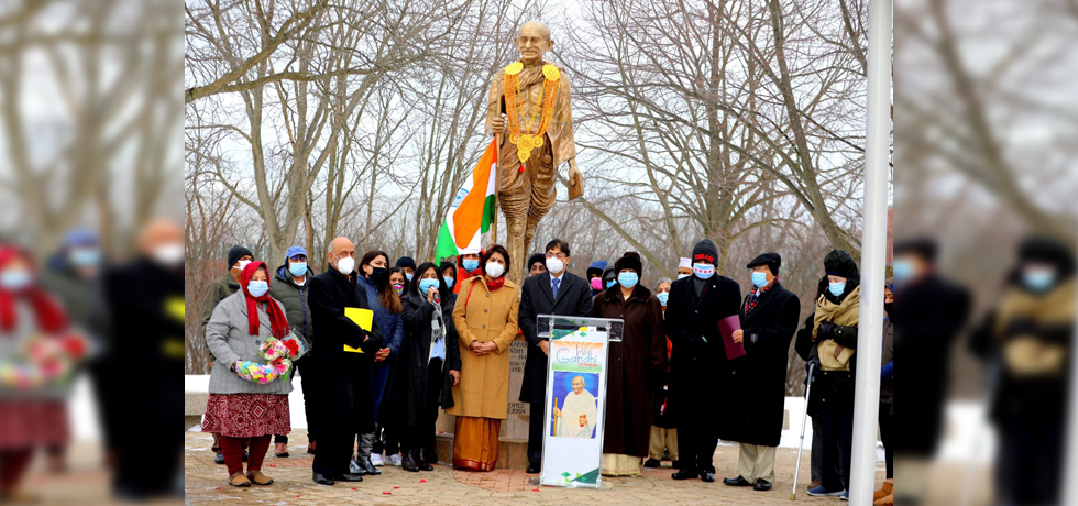 On Martyrs Day, Consul General Amit Kumar paid floral tributes to Mahatma Gandhi at an event organised by Gandhi Memorial in Skokie, IL 30 jan, 2021
